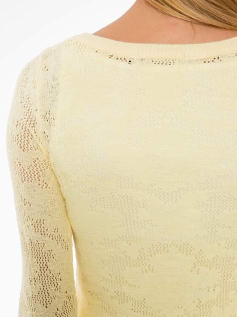 Żółty ażurowy sweter z rękawami 3/4                                  zdj.                                  7