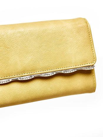 Żółty portfel z ozdobną aplikacją                                  zdj.                                  6