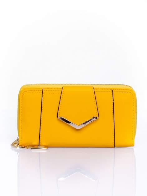 Żółty portfel ze złoconą klamrą