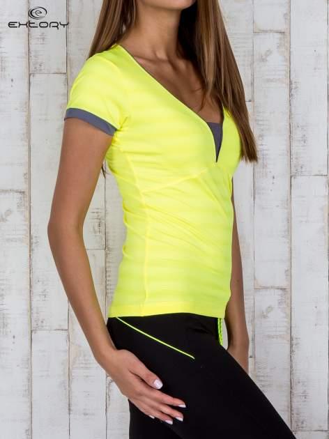 Żółty sportowy t-shirt z szarymi wykończeniami                                  zdj.                                  3
