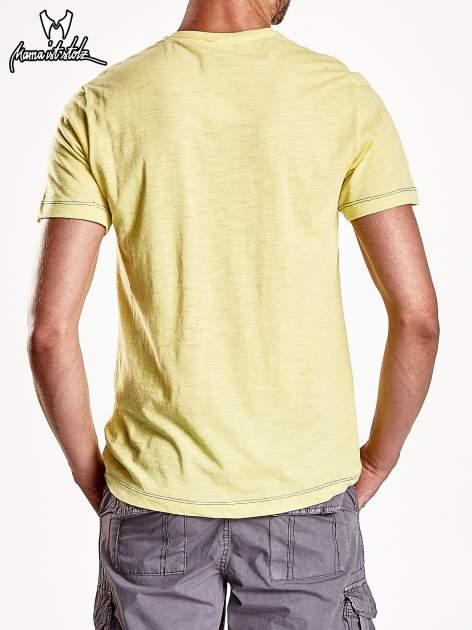 Żółty t-shirt męski z miejskim nadrukiem                                  zdj.                                  6
