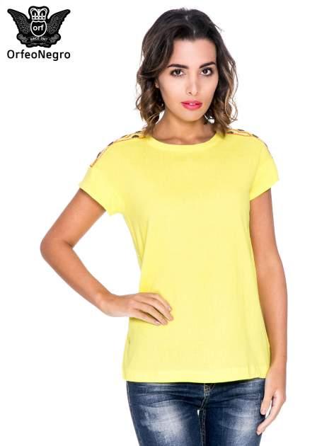 Żółty t-shirt z haftem na plecach zdobionym cekinami