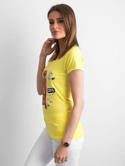 Żółty t-shirt z kolorowym nadrukiem                              zdj.                              3
