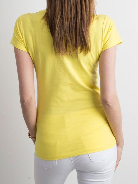 Żółty t-shirt z kolorowym nadrukiem                              zdj.                              2