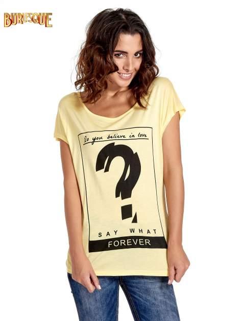 Żółty t-shirt z napisem DO YOU BELIEVE IN LOVE?                                  zdj.                                  1