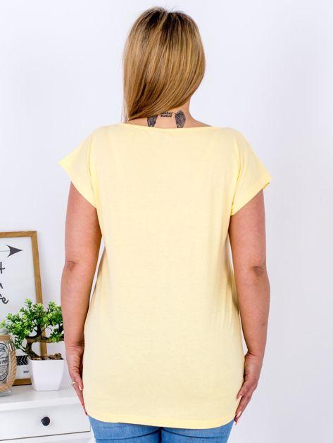 Żółty t-shirt z żonkilami PLUS SIZE                              zdj.                              2