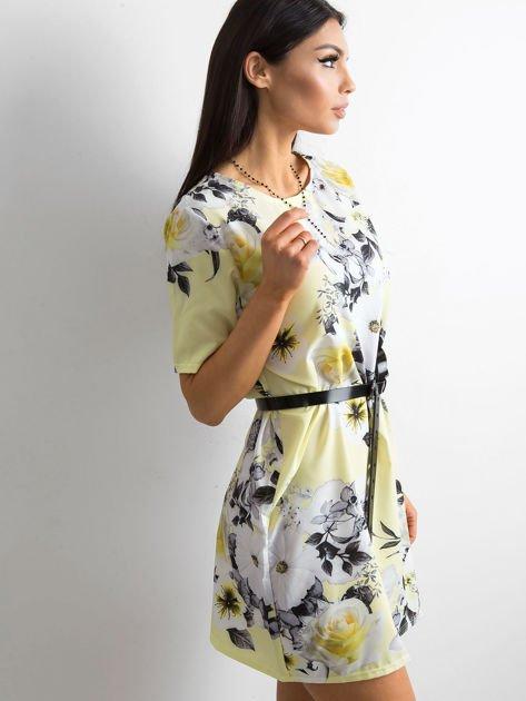 Zwiewna jasnożółta sukienka w kwiaty                              zdj.                              3