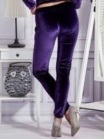 Aksamitne spodnie dresowe fioletowe                                  zdj.                                  2