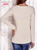 Beżowa bluzka w paski z napisem                                  zdj.                                  2