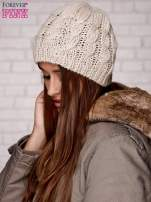 Beżowa czapka z metaliczną nicią