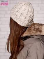 Beżowa czapka z metaliczną nicią                                  zdj.                                  2