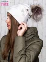 Beżowa czapka z srebrnym nadrukiem i pomponem