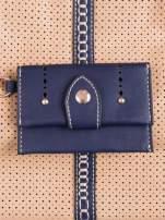 Beżowa dziurkowana torba na ramię z łańcuszkiem