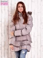 Beżowa pikowana kurtka z futrzanym wykończeniem kaptura                                  zdj.                                  1