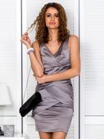 Beżowa sukienka z kopertowymi falbanami                                  zdj.                                  1