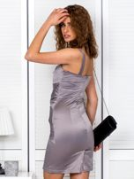 Beżowa sukienka z kopertowymi falbanami                                  zdj.                                  2