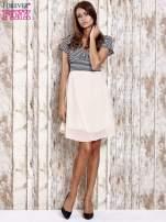 Jasnozielona sukienka z marszczonym dekoltem w paski