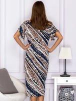 Beżowa wzorzysta sukienka z dekoltem woda                                  zdj.                                  2