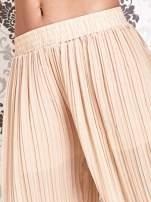 Beżowe plisowane spodnie palazzo