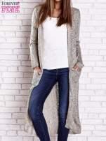 Beżowy ażurowany sweter z kieszeniami                                  zdj.                                  2