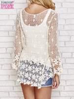 Beżowy szydełkowy sweterek z rozszerzanymi rękawami                                                                          zdj.                                                                         4