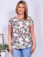Beżowy t-shirt w roślinne desenie PLUS SIZE                                  zdj.                                  1