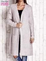 Beżowy wełniany sweter bouclé z kieszeniami                                  zdj.                                  1