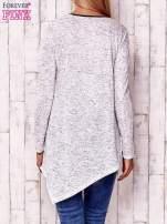 Biała asymetryczna bluzka z ciemniejszą nitką                                  zdj.                                  4