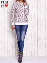Biała bluza z kwiatowymi motywami                                  zdj.                                  4