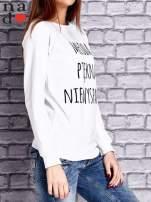 Biała bluza z napisem MŁODA PIĘKNA NIEWYSPANA                                  zdj.                                  3