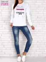 Biała bluza z napisem SMILE HAPPINESS LOOKS GORGEOUS ON YOU                                                                          zdj.                                                                         2