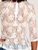 Biała koronkowa bluzka z baskinką                                  zdj.                                  5