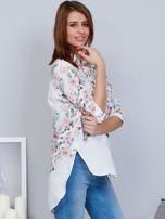Biała koszula w kwiaty z dłuższym tyłem                                  zdj.                                  4