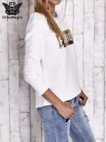 Biała prążkowana bluza ze złotym nadrukiem FASHION                                  zdj.                                  3