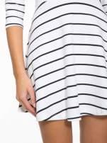 Biała rozkloszowana sukienka w paski                                  zdj.                                  7