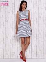 Biała sukienka w marynarskim stylu z paskiem                                  zdj.                                  2