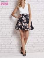 Biała sukienka z kwiatowym dołem i z suwakiem z tyłu                                                                          zdj.                                                                         5