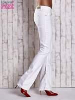 Białe spodnie jeansowe flared                                                                          zdj.                                                                         2