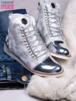 Białe zamszowe sneakersy z lustrzanymi elementami                                  zdj.                                  2