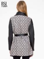 Biało-czarny wzorzysty wełniany płaszcz ze skórzanymi rękawami                                  zdj.                                  4