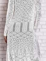 Biały ażurowany sweter z kieszeniami                                                                          zdj.                                                                         7