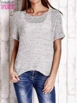 Biały ażurowy sweter z metaliczną nicią                                  zdj.                                  1