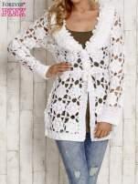 Biały sweter  z wiązaniem w pasie                                  zdj.                                  1