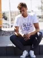 Biały t-shirt męski z napisem CHAMPION i liczbą 28