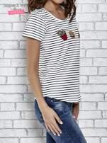 Biały t-shirt w paski z nadrukiem jedzenia                                  zdj.                                  3