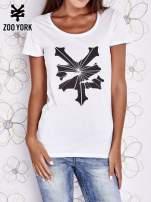 Biały t-shirt z kolorowym nadrukiem