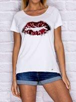 Biały t-shirt z motywem ust                                  zdj.                                  1
