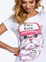 Biały t-shirt z nadrukiem kota i napisem CATS RULE