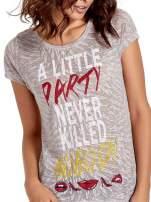 Biały t-shirt z napisem A LITTLE PARTY NEVER KILLED NOBODY