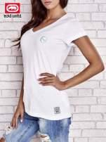 Biały t-shirt z naszywką